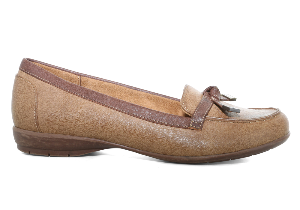7d97feacb16 Womens Natural Soul Gracee Slip On Sand in Tan